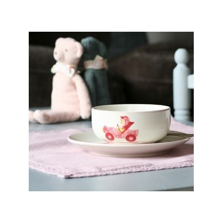 Placemat and pink linen napkin