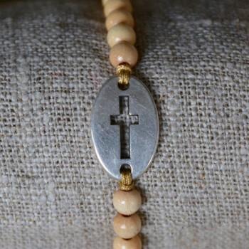 Pulsera de bolitas con pieza ovalada