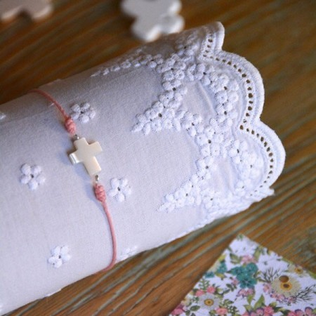 Mother-of-pearl cross bracelet