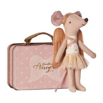 Ratoncita, ángel  en la maleta.