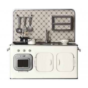 Cocina de metal, blanca