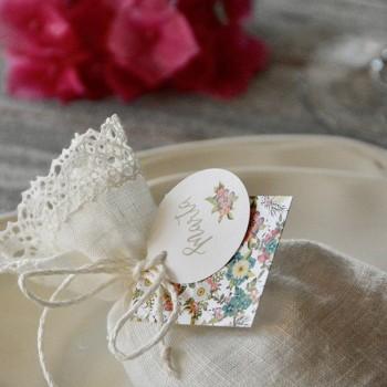 Bolsita de lino flores caramelos personalizada