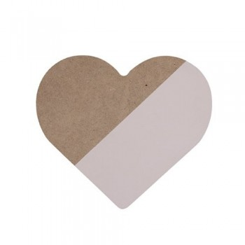Corazón rosa de madera.