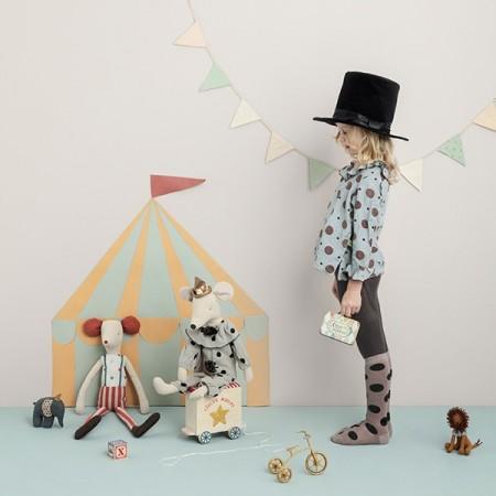 Carpa de circo con ratoncitos.