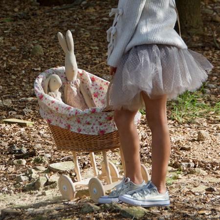 Cuna carrito de mimbre para muñecos