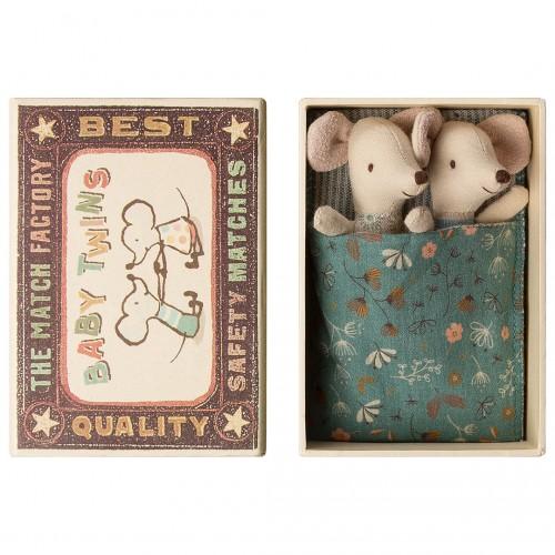 Ratoncitos gemelos bebé en su caja (baby)