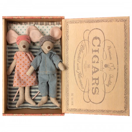 Mum & Dad mice in a cigar box