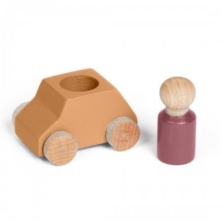 Coche de madera color ocre