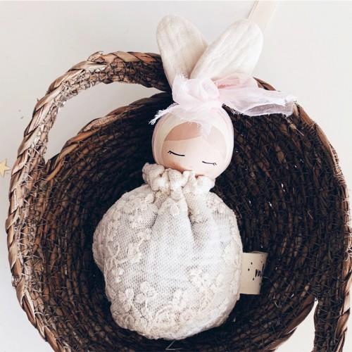 Muñeca Conejita Pelo Rubio - Saco Encaje