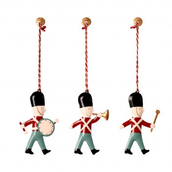 Metal Ornament in matchbox - 3 Guards