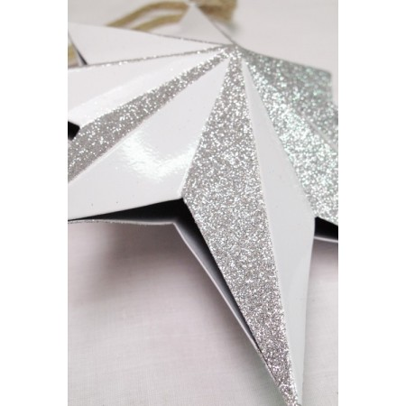 Estrella metálica decorada