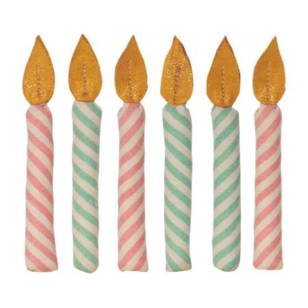 Caja de lata con velas de cumpleaños