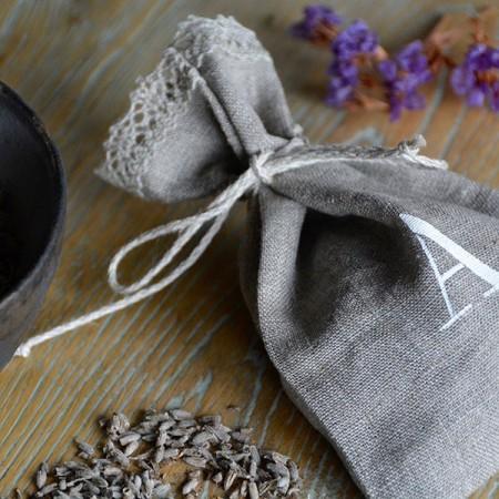 Bolsita de lino  inicial, lavanda personalizada