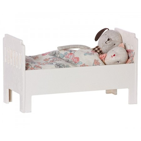 Bed small off-white