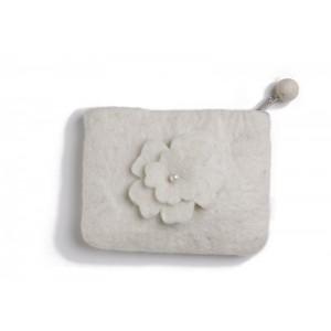 Bolsita flor blanca con perla