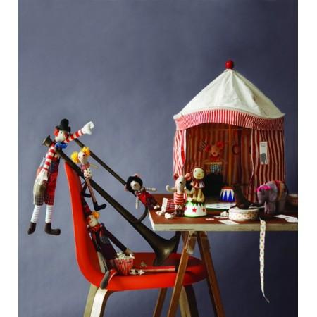 León Marino circo.