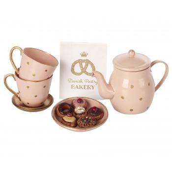 Juego de té y pastelitos.