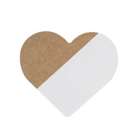 Corazón blanco de madera.