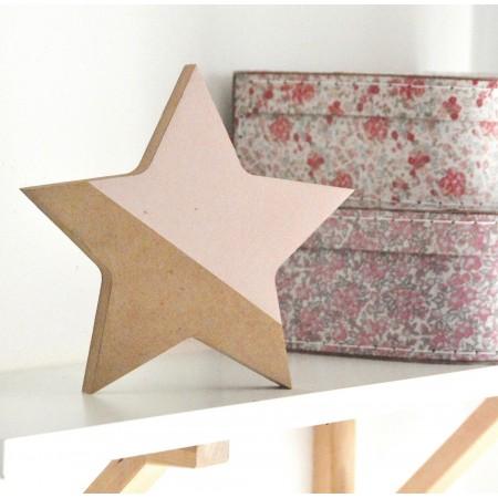 Estrella rosa, de madera.
